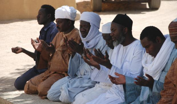 Imam Muhammad Ashafa (centre) prays with participants at the mediation workshop in Abeche, eastern Chad