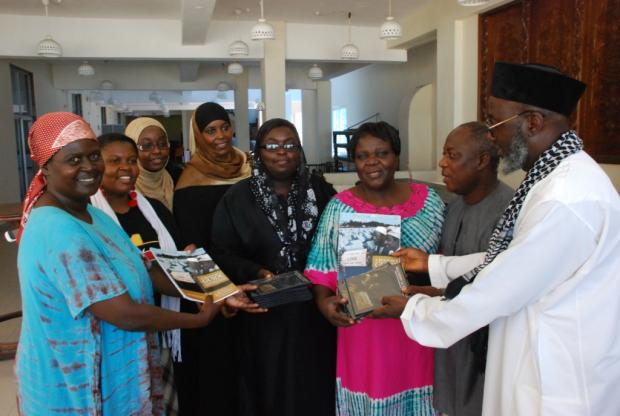Pastor James Wuye and Imam Muhammad Ashafa present DVDs and the Resource Guide of An African Answer to the organizing teams from the Minda and Eleka Trusts.