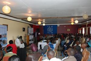 Discussion after the screening in Eldoret, which was hosted by the International Organization for Migration. (Photo: Alan Channer)